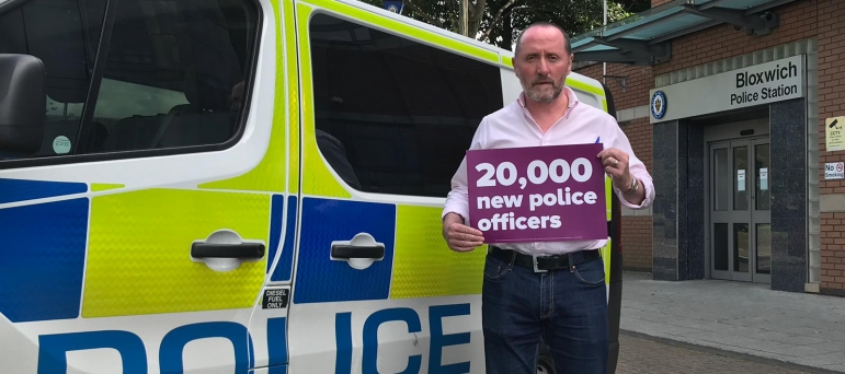 Eddie supporting police